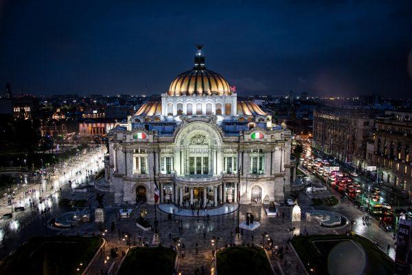 Palacio de las Bellas Artes en el Centro Historico de la Ciudad de México por Ozmar Fraga.